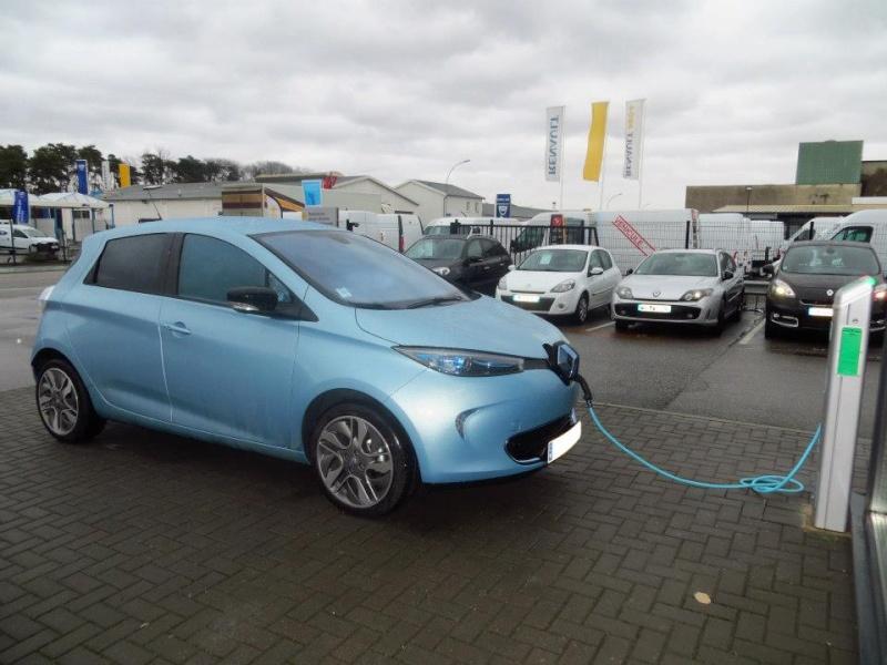 Renault teste la charge de Zoé sur les bornes de ses concessionnaires Zoa_gr12
