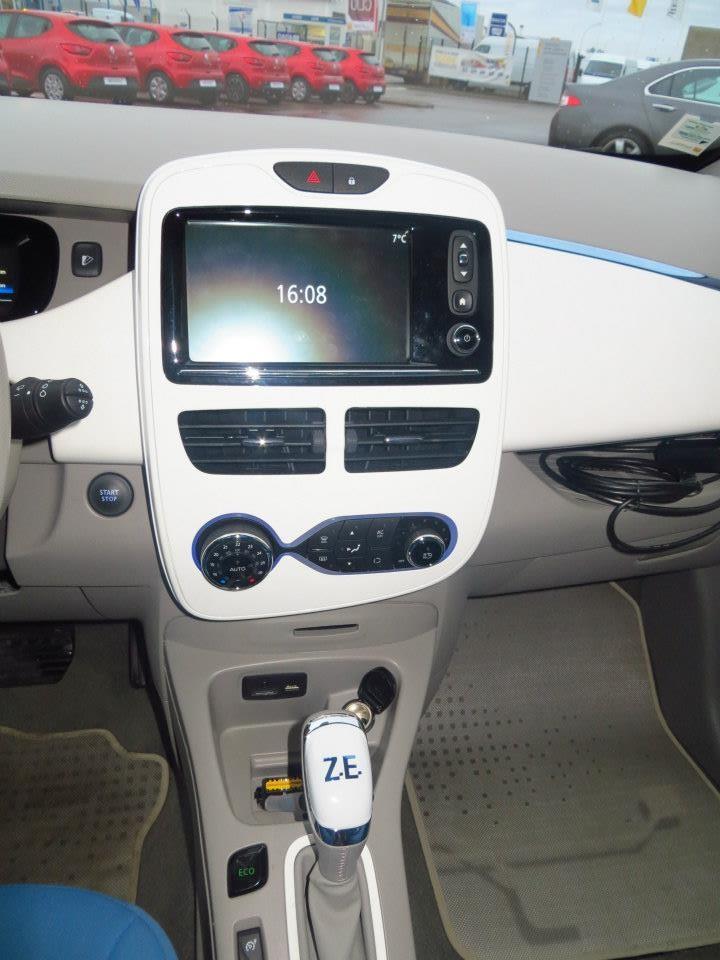 Renault teste la charge de Zoé sur les bornes de ses concessionnaires Zoa_gr14