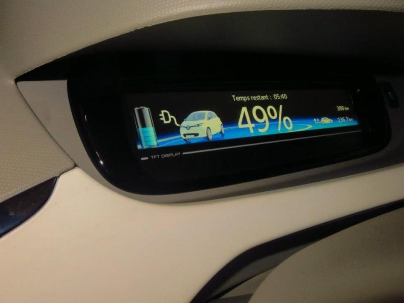 Renault teste la charge de Zoé sur les bornes de ses concessionnaires Zoa_gr15
