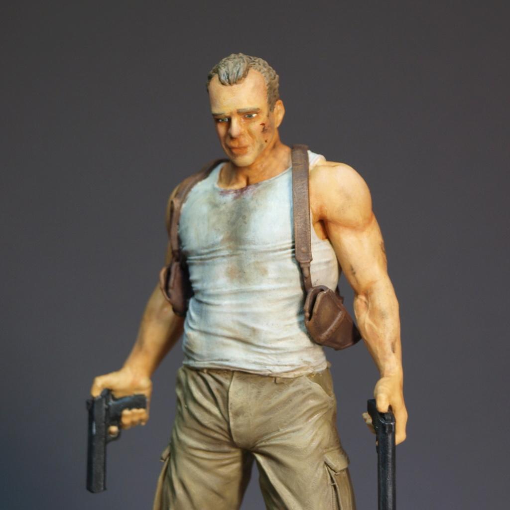 Bruce Willis - John McClane als 120 mm Figur Bw_1210