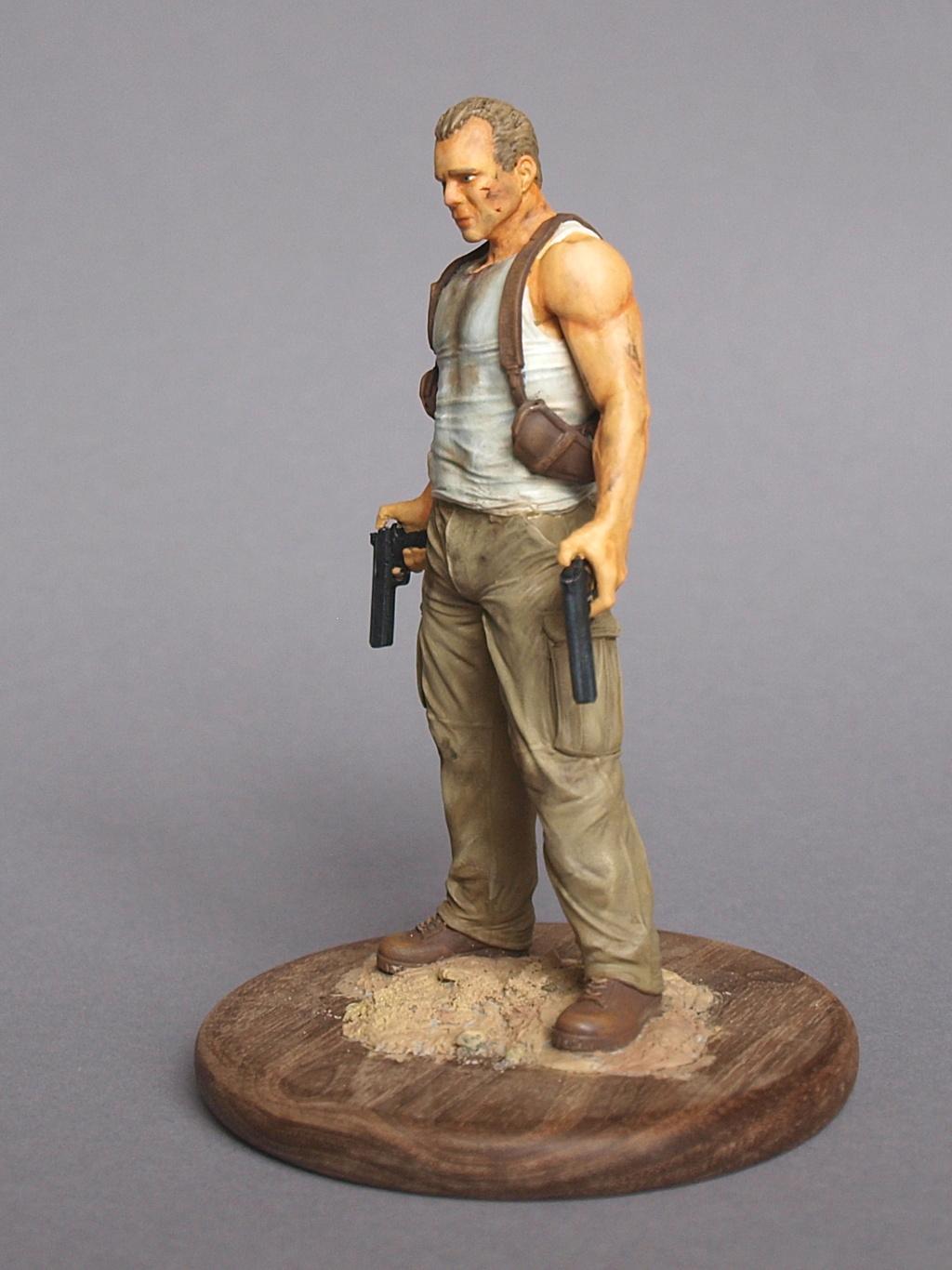 Bruce Willis - John McClane als 120 mm Figur Bw_1410