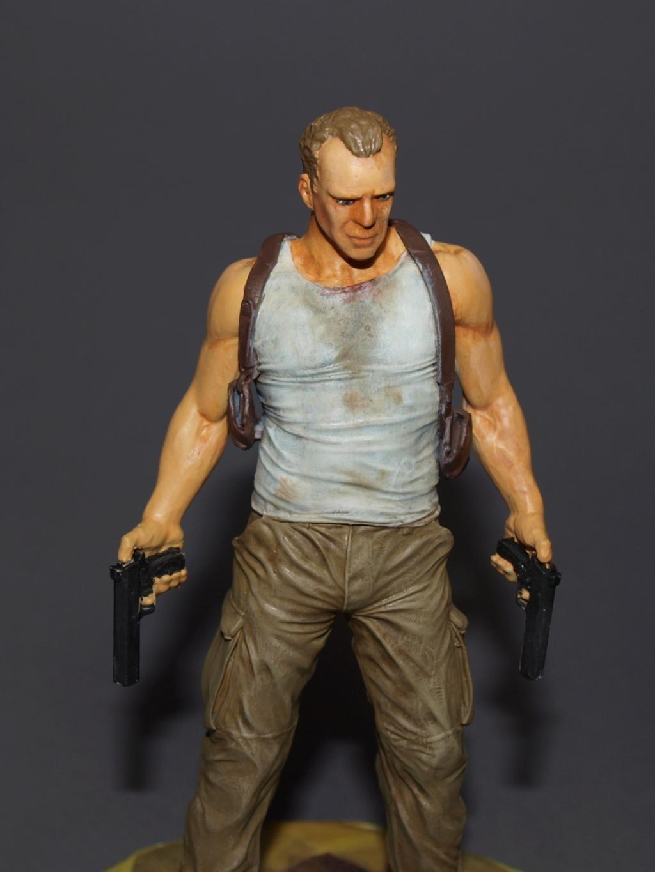 Bruce Willis - John McClane als 120 mm Figur Bw_810