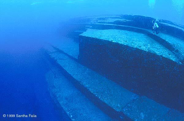 Une ville immergée découverte dans le Triangle des Bermudes Okinaw13