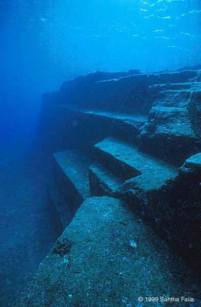 Une ville immergée découverte dans le Triangle des Bermudes Okinaw14