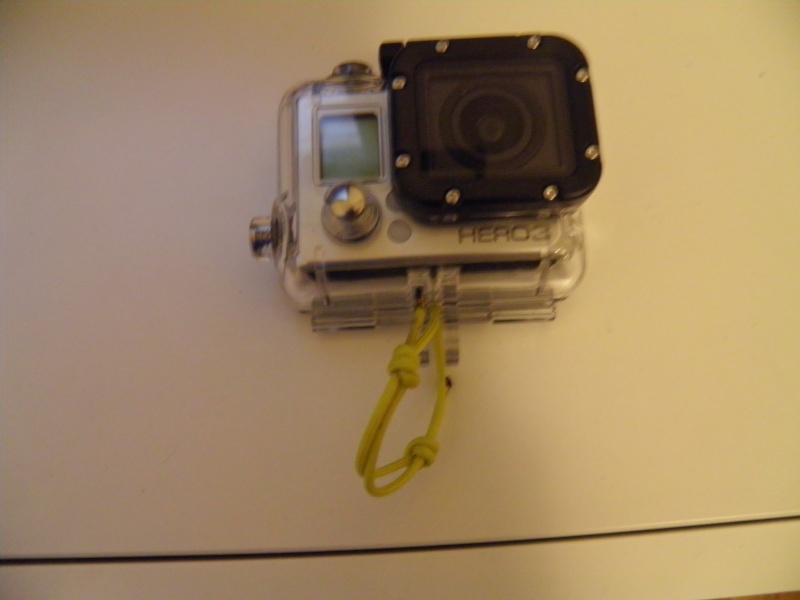 Accrocher / Sécuriser la GoPro ( leash ) - Page 4 P1080011