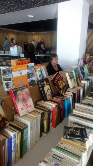 Bourse aux livres à la Tranche sur Mer le 27 et 28 Octobre Dsc_0318