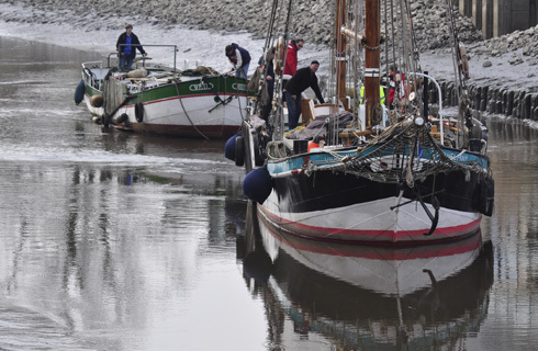 Ein Segelboot selbst gebaut 32389610