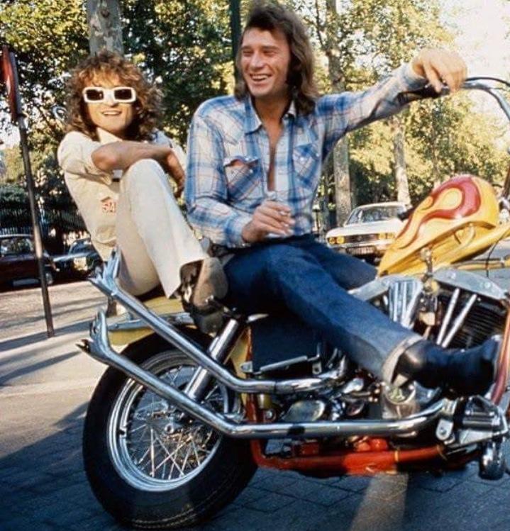 Ils ont posé avec une Harley, uniquement les People - Page 36 Img_e710