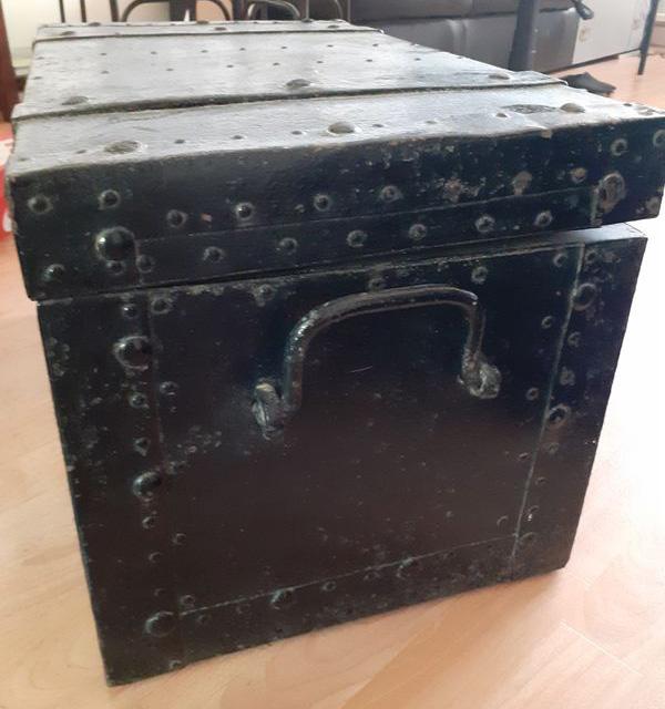 coffre en fer et bois clouté boulonné riveté (à identifier) Coffre10