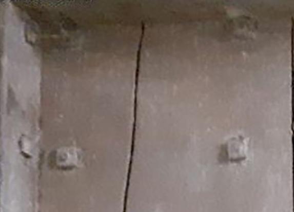 coffre en fer et bois clouté boulonné riveté (à identifier) Coffre13