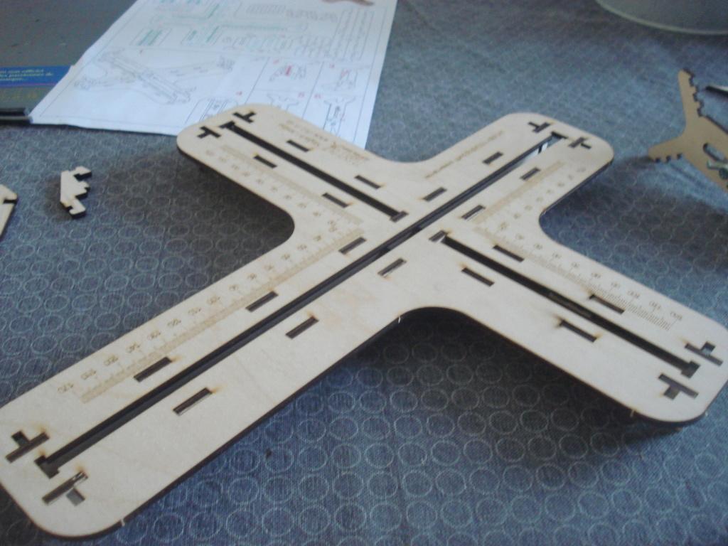 [LMG]Support de construction d'avion 1:32 - 1:144e en bois ref LMG BB-01 Dsc07644