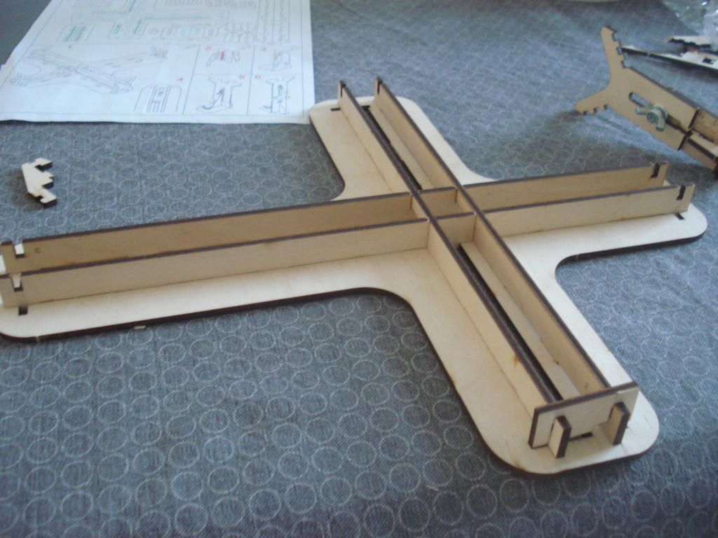 [LMG]Support de construction d'avion 1:32 - 1:144e en bois ref LMG BB-01 Dsc07645
