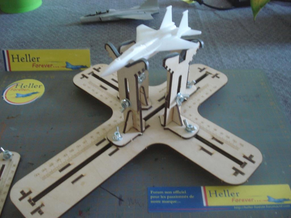 [LMG]Support de construction d'avion 1:32 - 1:144e en bois ref LMG BB-01 Dsc07660