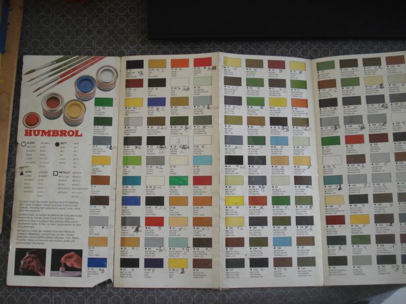 [HUMBROL 199.] Nuancier présentoir peintures 199.  Dsc08710