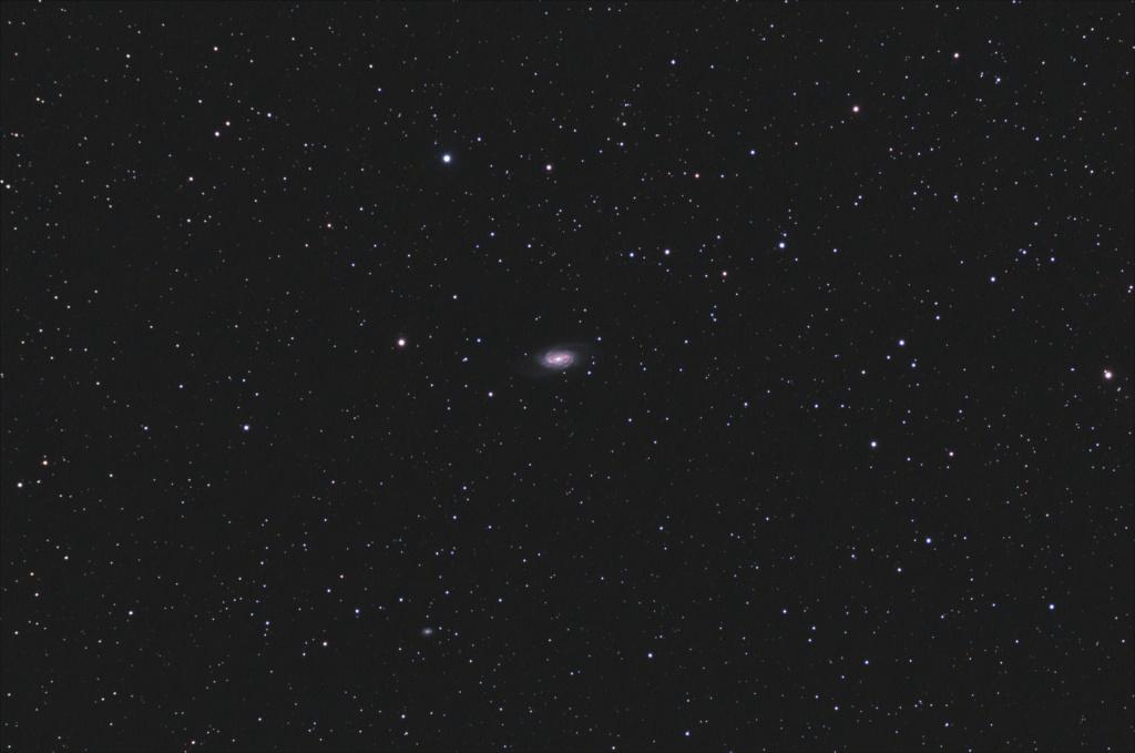 Une jolie p'tite galaxie un peu seule... Test12