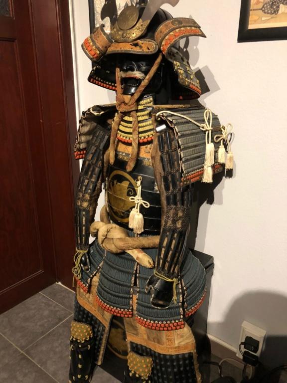 je viens de rentrer ce super yoroi du clan tiara , il vient d un ancien dojo sit Img_3013