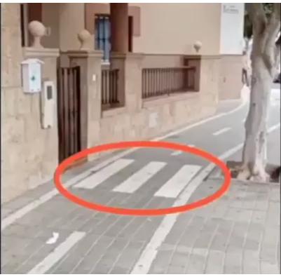 Un carril bici en la puerta de su casa Scree138