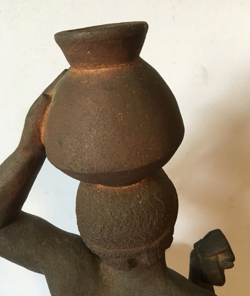 Nubienne porteuse d'eau - grès signé Apollon 1939? Img_1715