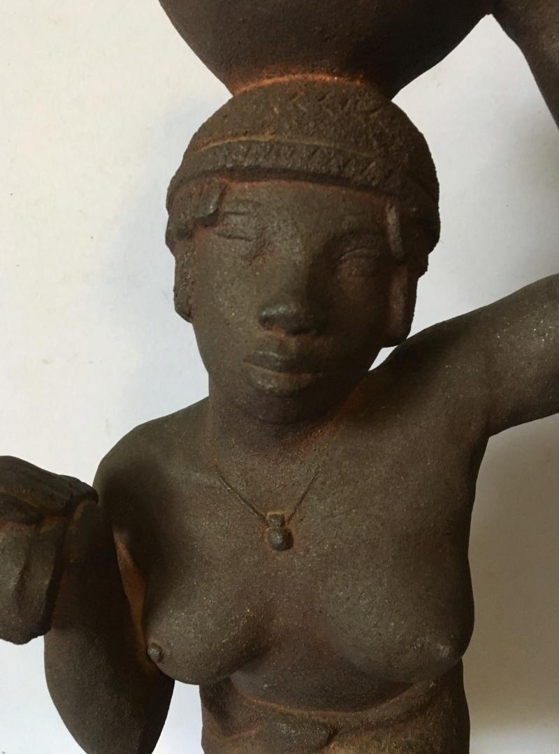 Nubienne porteuse d'eau - grès signé Apollon 1939? Img_1718