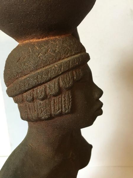 Nubienne porteuse d'eau - grès signé Apollon 1939? Img_1722