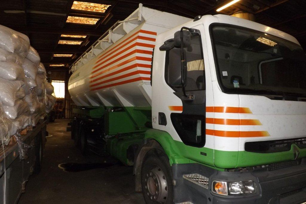 A saisir - CAMION Renault citerne souffleur avec pesée embarquée Camion11