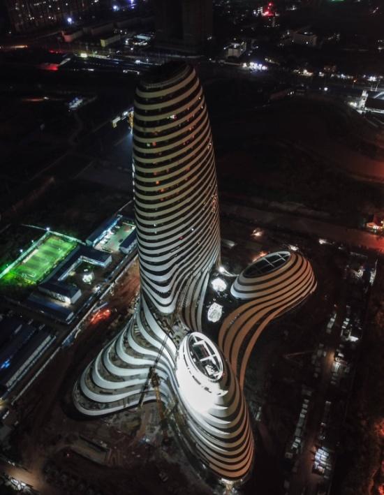 Здание в Китае с необычным дизайном 15380312