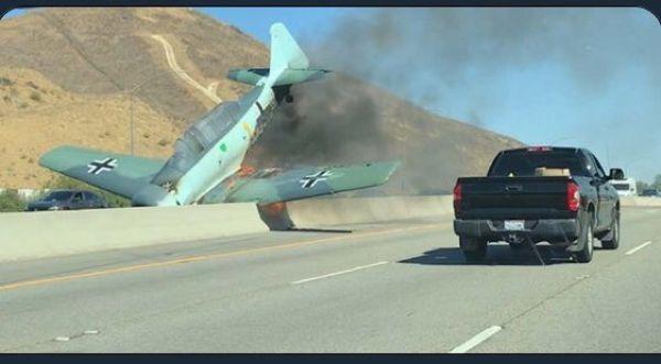 Сбой в матрице: самолет с нацистской маркировкой разбился возле автострады Nemeck15