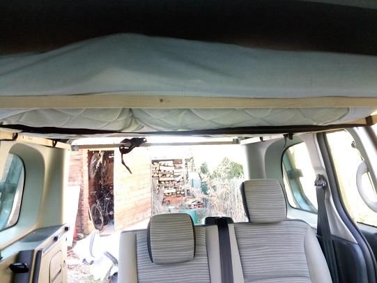 Lit plafond escamotable Img_2015