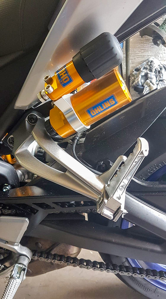 support cale pieds FZ1 pour MT 09 SP 102410