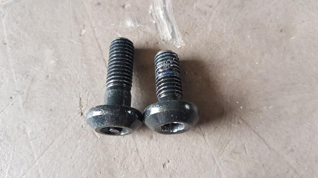 support cale pieds FZ1 pour MT 09 SP 68688910