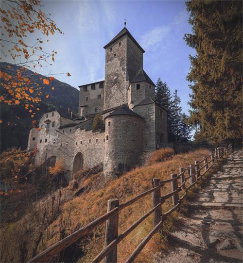 Мужское аббатство Aaa_213