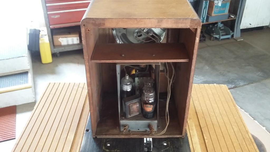Restoration of a three tube radio Cab412