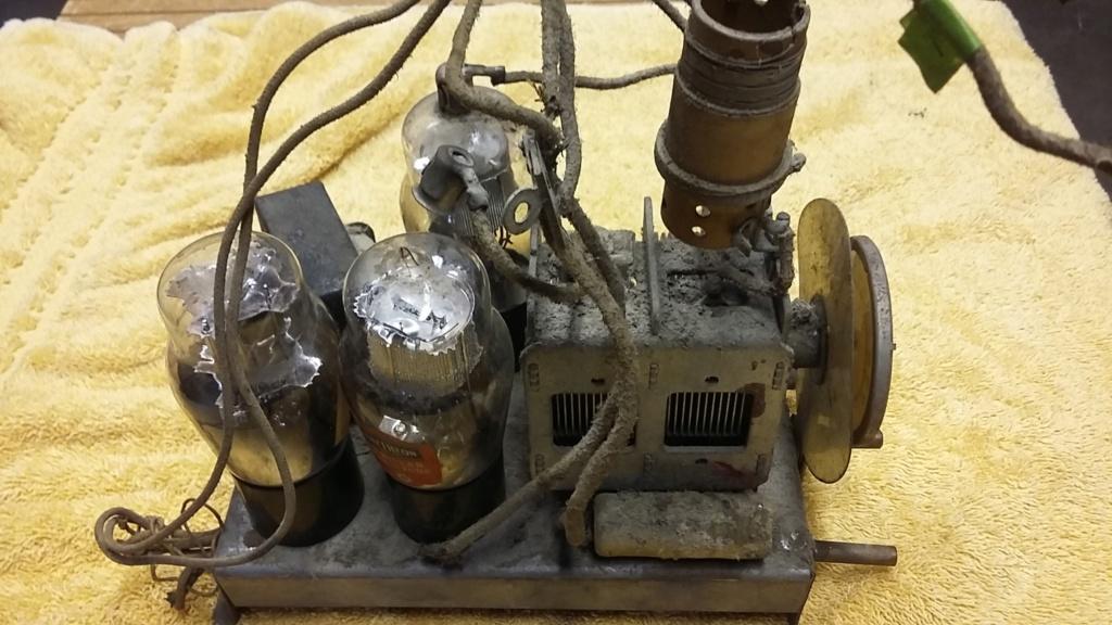 Restoration of a three tube radio Cha212