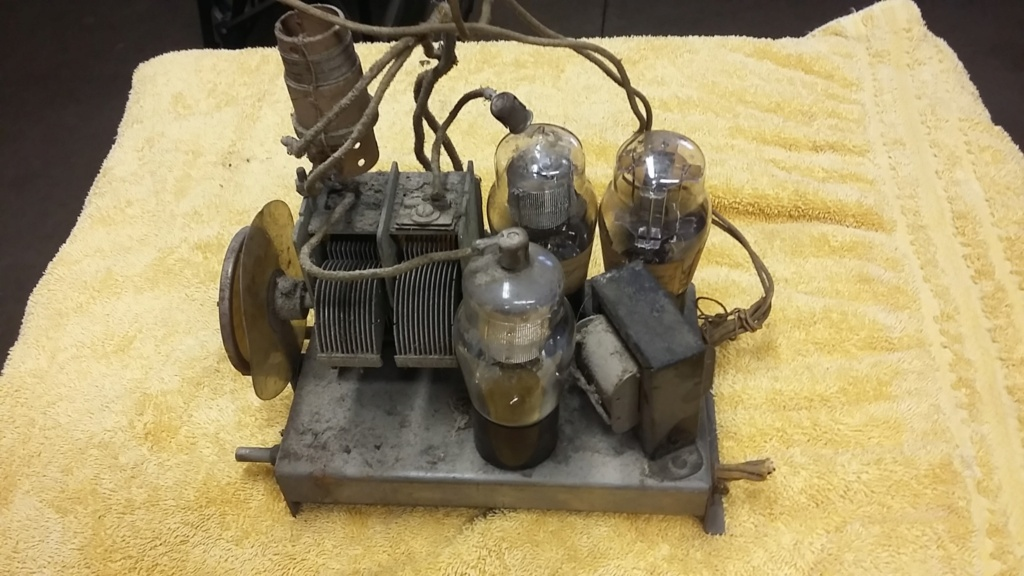 Restoration of a three tube radio Cha411