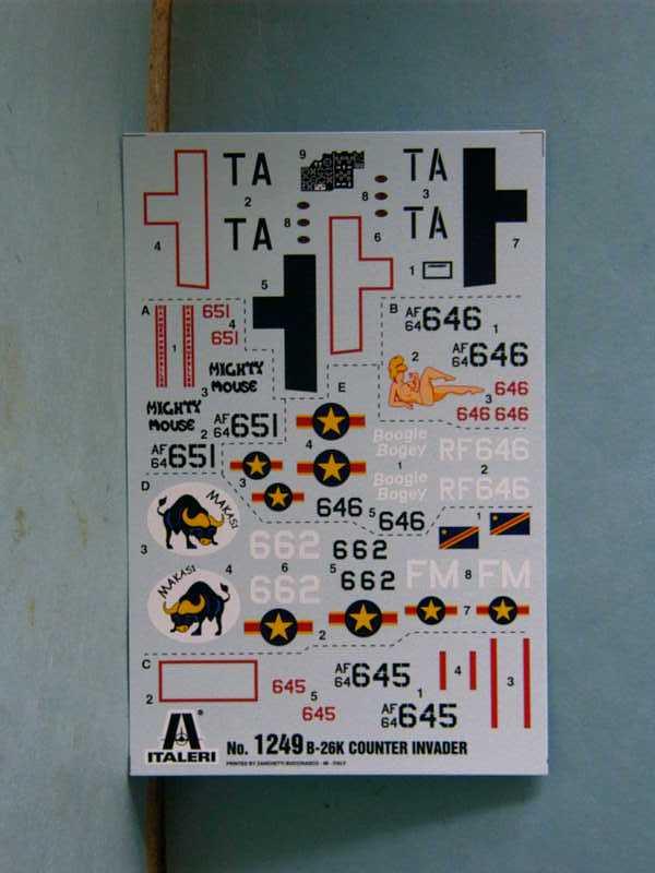 Multi-présentations ITALERI DOUGLAS A 26 C / K INVADER 1/72ème Réf 1259 & 1249 et REVELL DOUGLAS A 26B INVADER 1/72ème Réf 04310 Imag0037