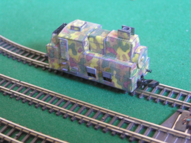 Montage d'un train blindé, base papier P1010014