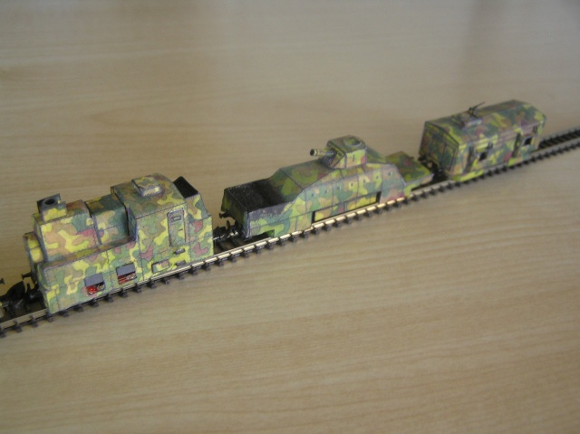Montage d'un train blindé, base papier P1010023
