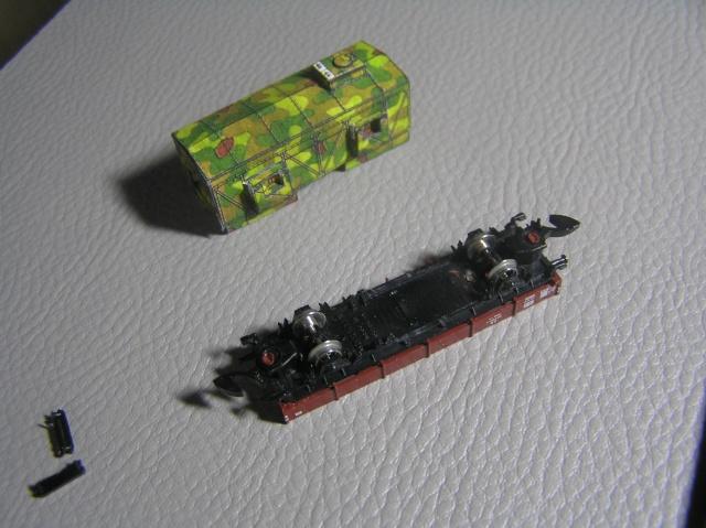 Montage d'un train blindé, base papier P7300010