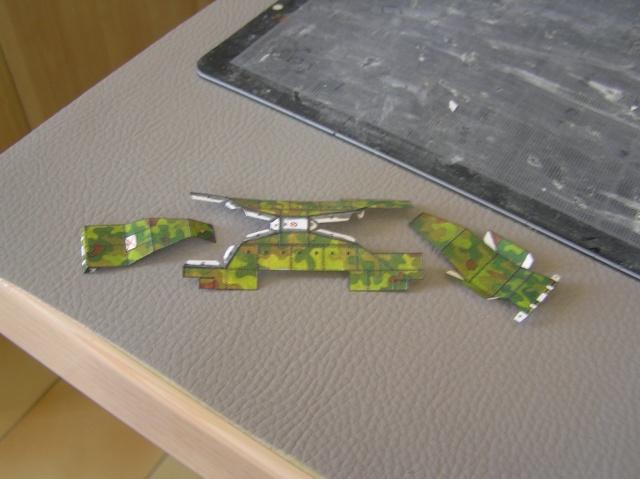 Montage d'un train blindé, base papier P7310010
