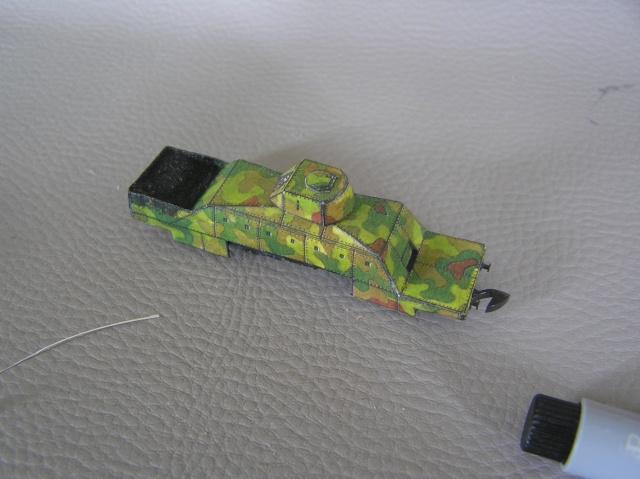 Montage d'un train blindé, base papier P8010010