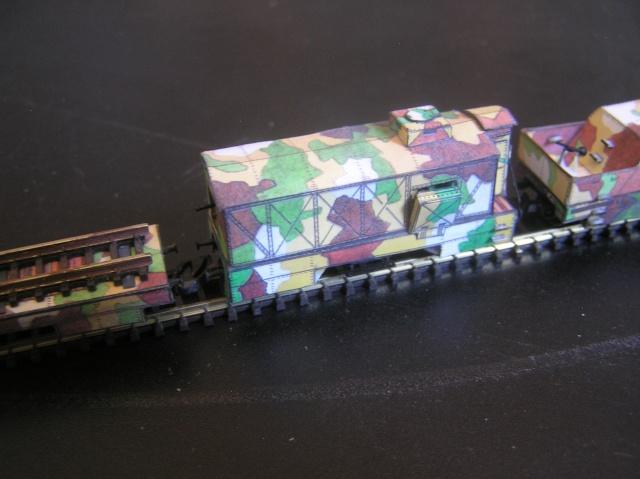 Nouveau train blindé, papier+Marklin. P8260012
