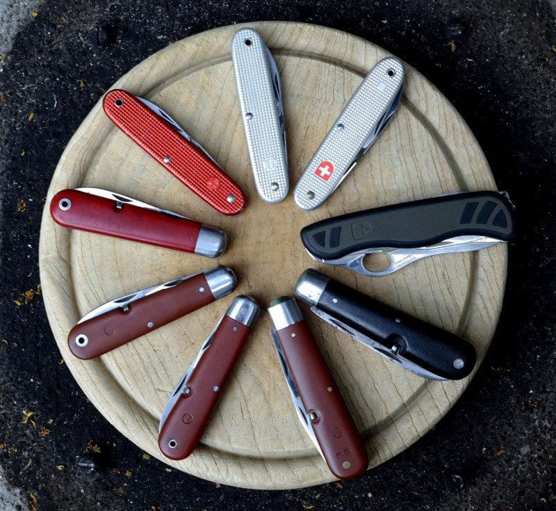 Le premier couteau de l'armée suisse Groupe12