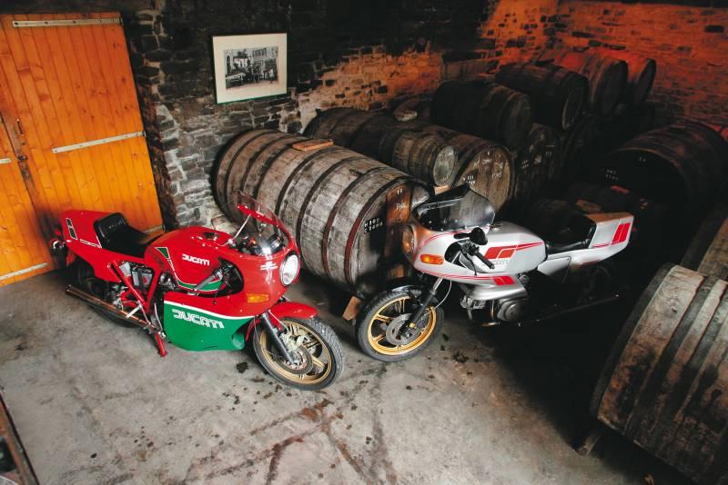 TEST : Ducati 600 Pantah- 900 Mike Hailwood replica Get_im15