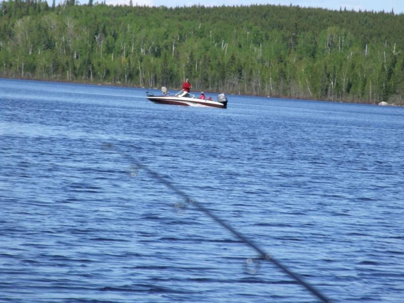 Je pourrai PEUT-ÊTRE mettre mon bateau à l'eau! - Page 5 Dscf2011