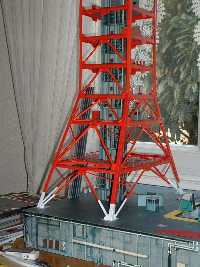 Maquette en papier : LUT & Saturn V Dscf0013