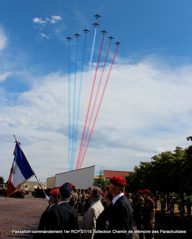 La patrouille de France s'invite à la cérémonie du 1er RCP 045-im10