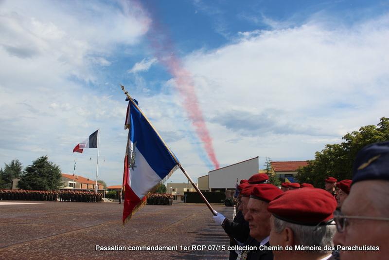 La patrouille de France s'invite à la cérémonie du 1er RCP 046-im10