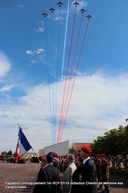La patrouille de France s'invite à la cérémonie du 1er RCP 047-im10