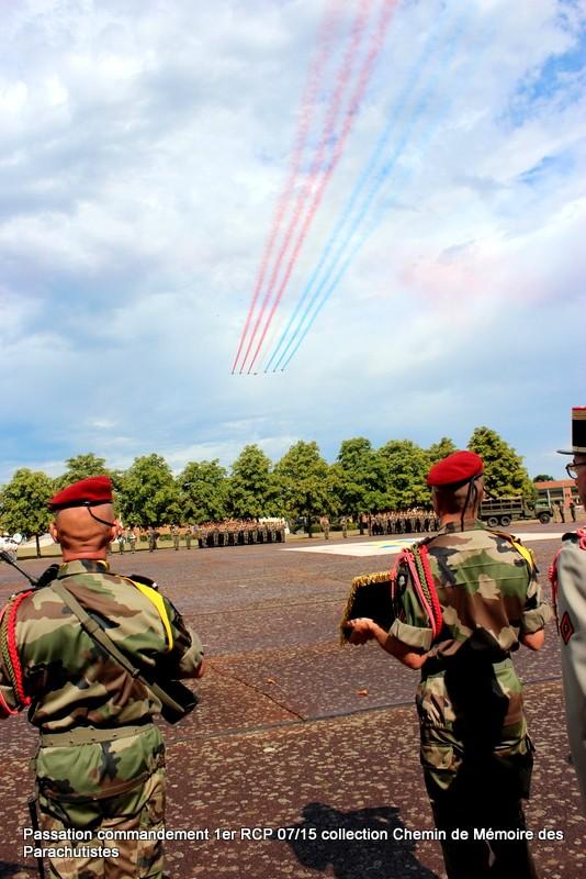 La patrouille de France s'invite à la cérémonie du 1er RCP 048-im10