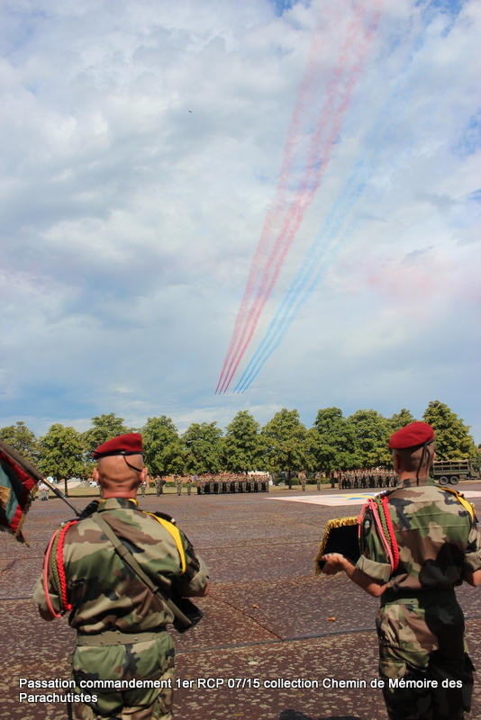 La patrouille de France s'invite à la cérémonie du 1er RCP 049-im10